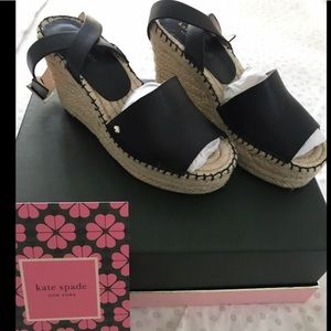 Kate spade sandals. Cuteness overload black NWOT😘